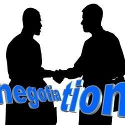 Jak kierownik projektu może poprawić swoje zdolności negocjacyjne?